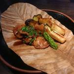 合鴨と葱の朴葉焼