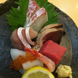 つくり盛り合わせ(にぎり鮨 魚魚 (さかなさかな))