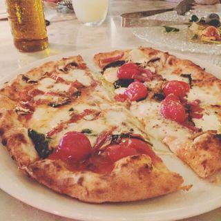 スモークピザとスパイシーピザのハーフ(REGGIANO (レジャーノ))