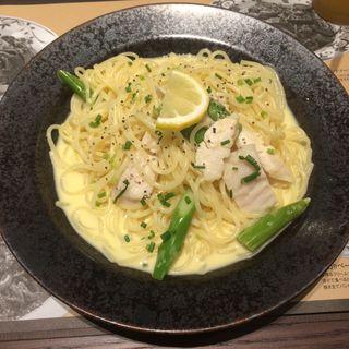 蒸し鶏とグリーンアスパラのレモンクリームパスタ(鎌倉パスタ 福知山店 )