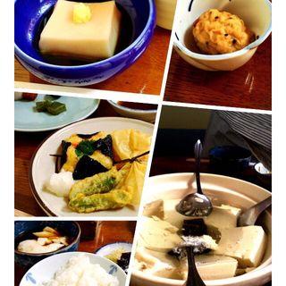 湯豆腐定食(西山艸堂 (せいざんそうどう))