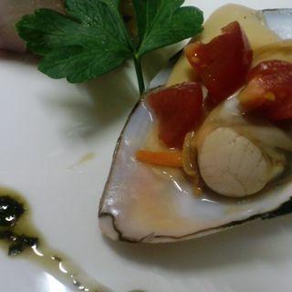ホタテとトマトのグリル(オステリア・ダ・クリハラ )