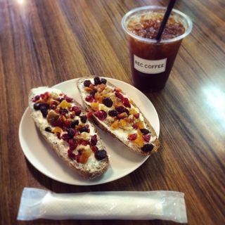 コーヒーとドライフルーツサンド(レックコーヒー 薬院駅前店)
