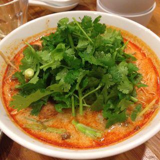 すっぱくスープ海老麺(パクチーハウス東京)