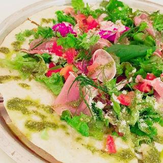 生ハムとハーブのサラダピザ(ワイアードカフェ 武蔵小杉東急スクエア店 (WIRED CAFE))