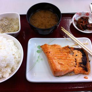 サーモンハラス定食(ひもの食堂 )