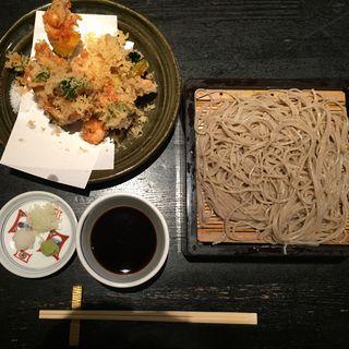 海鮮と野菜のかき揚げ天せいろ(青山 川上庵 (あおやま かわかみあん))