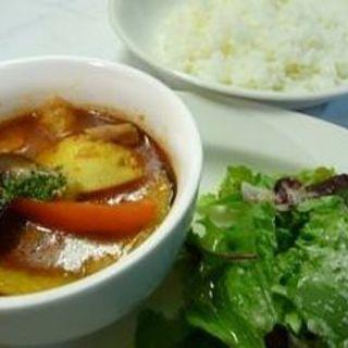 スパイシーレッドカレーランチ(Dining Cafe As Domani (ダイニングカフェ アズ ドマーニ))