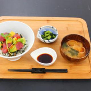 マグロアボカド丼(幕張バル)