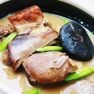 ヤギ肉の薬膳土鍋煮(回頭)