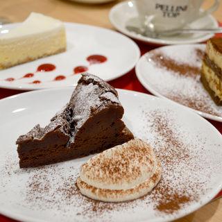 ケーキの盛り合わせ(カフェ ペリーニ 日比谷店 (cafe Pellini))