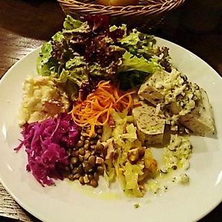 鶏肉ときのこのテリーヌ 色々野菜のワンプレート