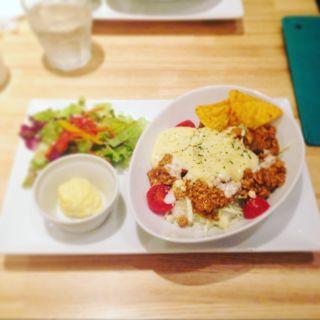 グリルチキンととろ〜りチーズのトマトドライカレー(猿カフェ 新宿マルイ本館店 )