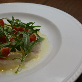 本日入荷した新鮮な鮮魚のカルパッチョ(トラットリア コルディアーレ (Trattoria Cordiale))