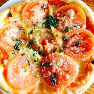 たっぷりナチュラルチーズとフレッシュトマトのピザ(神戸屋レストラン 緑ヶ丘店 (コウベヤレストラン))