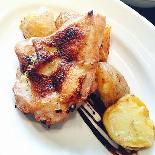 鳥取産鶏もも肉のハーブマリネグリル(THE CITY BAKERY BRASSERIE RUBIN)