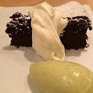 ガトーショコラとピスタチオアイスクリーム(りょうりにん みわ )