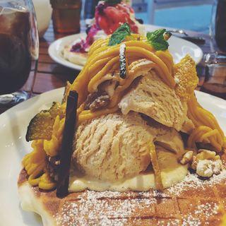 パンプキンパンケーキ(メロウ ブラウン コーヒー 自由が丘本店 (MELLOW BROWN COFFEE))