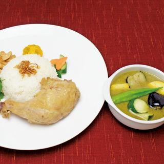 蒸し鶏のグリーンカレー(Enak Enak (エナエナ))