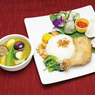 グリーンカレー&蒸し鶏プレート(Enak Enak (エナエナ))
