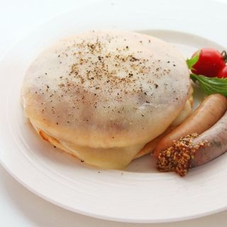 ソーセージとモッツアレラチーズのパンケーキ(miel miel)