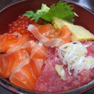海鮮丼(お食事処 たねいち (種市))