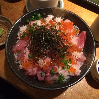 具だくさん海鮮ばらちらし(魚真 新宿店 )