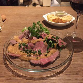 国産牛の熟成ローストビーフオニオンソース(biotope cafe dining (ビオトープ カフェ ダイニング))