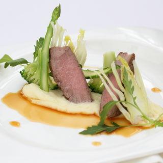 和牛のロースト シェフ特製のソースと共に(サン ミケーレ ホテルモントレ ラ・スールギンザ)