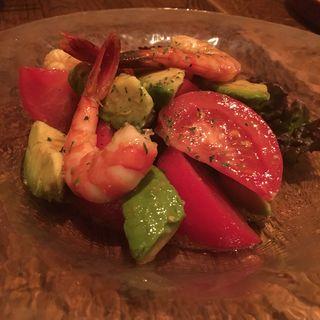 エビとアボカドとトマトのサラダ(モノポール (MONOPOLE))