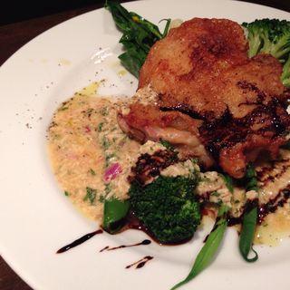 鶏もも肉のポアレ  グレビッシュソース(シエル ブルー (ciel bleu))