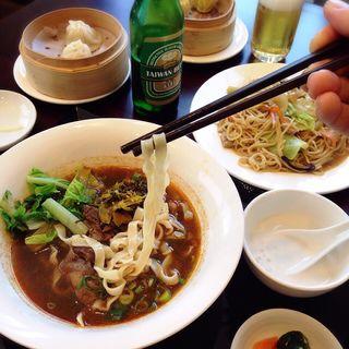 牛肉ラーメン(東方美食)
