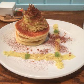 さつまいもとりんごのモンブランパンケーキ(カフェ クオーネ (Cafe Quone))