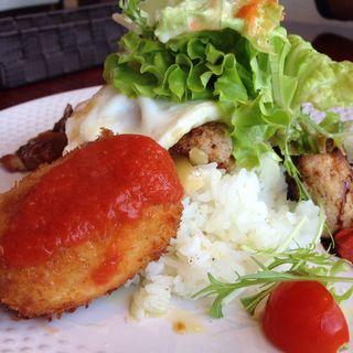 カニクリームコロッケとスパイシーチキンのタコライス風ワンプレート(レストラン二見ヶ浦 (Restaurant Futamigaura))