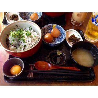 しらす丼ハーフ&ハーフ(生&釜あげ)定食(鎌倉甚平 )