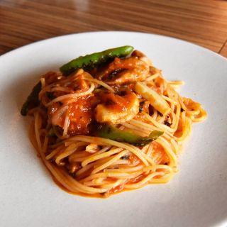 鶏と万願寺のトマトソースパスタ(OBU CAFE (オブカフェ))