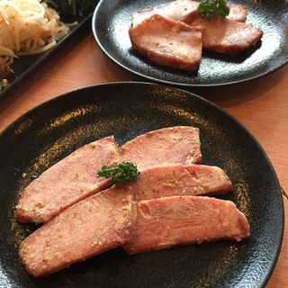 特上タン塩(焼肉問屋 牛蔵 (ヤキニクトンヤ ギュウゾウ))