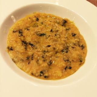 豆とポレンタ、黒キャベツのスープ イン ファリナータ