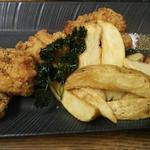 フライドチキン ウエッジポテトとレモン添え(中国料理 「王朝」 ヒルトン大阪 (オウチョウ))