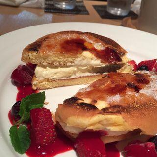 クリームブリュレパンケーキ(木と水と土と)
