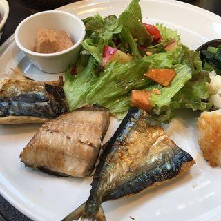 焼魚三種盛定食(ティー・シゼン (t.shizen))