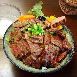 黒毛和牛ステーキ丼(セット)(りょぞぶふ (ryozo beef))