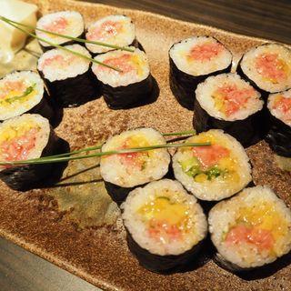 【牛寿司】 とろたく巻き(金舌 白金 (きんたん))