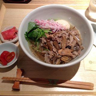 和風牛ごぼう麺 味噌漬け半熟卵のせ(はしづめ )