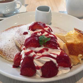 いちごとクリームブリュレのパンケーキ(パンケーキ専門店 Butter 横浜ベイクォーター)
