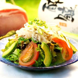 豆腐サラダ(隠れ家個室居酒屋 水面月 上野店)