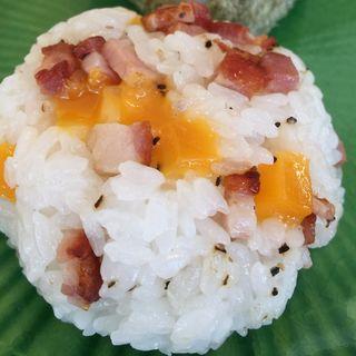 ベーコン&チェダーチーズおにぎり(精米所カフェ藤原米穀店 )