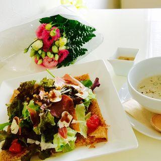 ハーブ野菜とパルマ産生ハムのガレット(cafe suave)