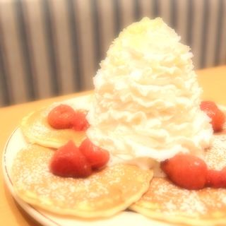 pancake strawberry&coconut(Eggs'n things)
