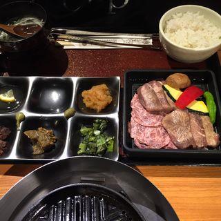 土日祝日限定メニュー 牛たん食べ比べセット(伊達の牛たん本舗 東京駅グランルーフ店 )